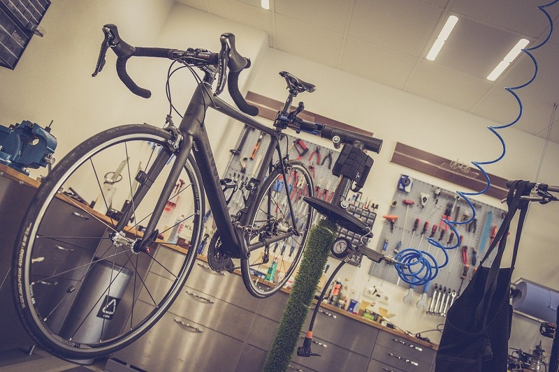 slag in wiel fiets repareren kosten