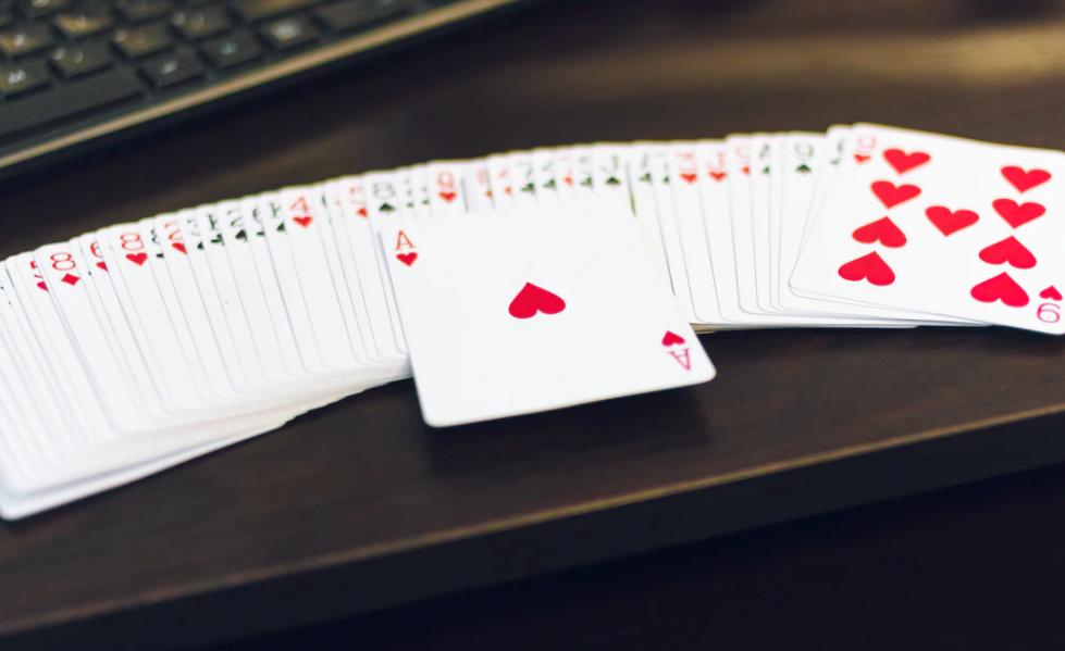 Kaartspel 2 personen liegen