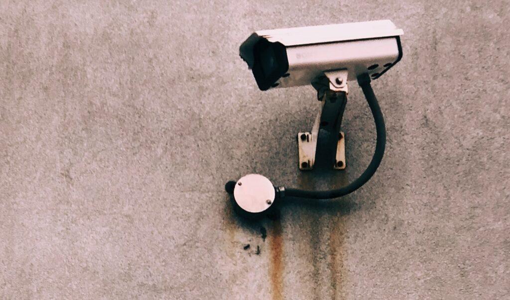 beveiligingscamera-met-monitor