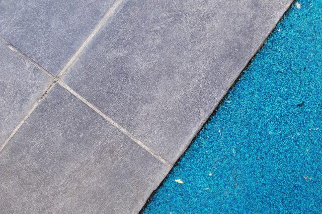 Wollen tapijt schoonmaken met stoomreiniger