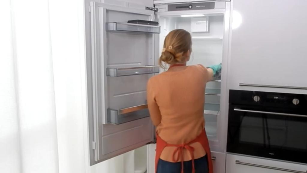 Afbeelding met kast, koelkast, binnen, open  Automatisch gegenereerde beschrijving